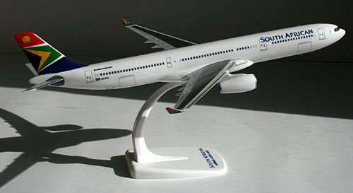 SOUTH AFRICAN AIRLINES SA Die cast Model Airbus A330-200 ZS-XZS 15cm Box